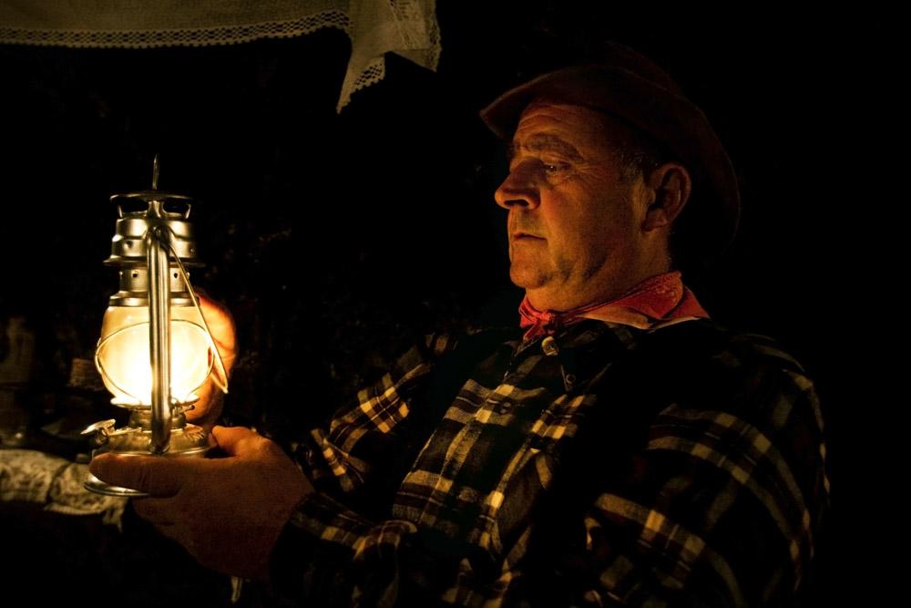 Ritratti,anziano , lanterna